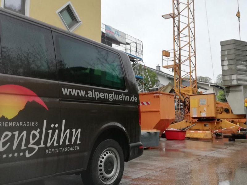 (c)Ferienparadies Alpengluehn - Reovierungsarbeiten Frühjahr 2019 nach dem Schneeschaden Teil 3