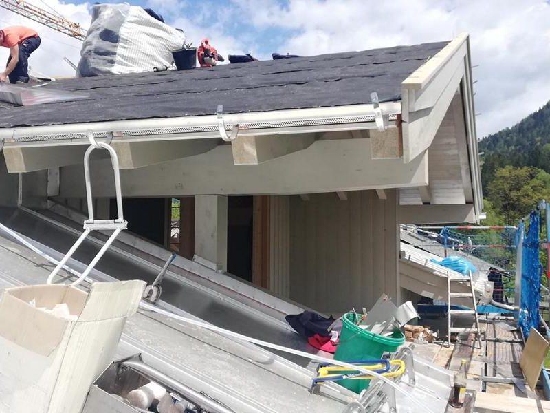 (c)Ferienparadies Alpengluehn - Reovierungsarbeiten Frühjahr 2019 nach dem Schneeschaden Teil 7